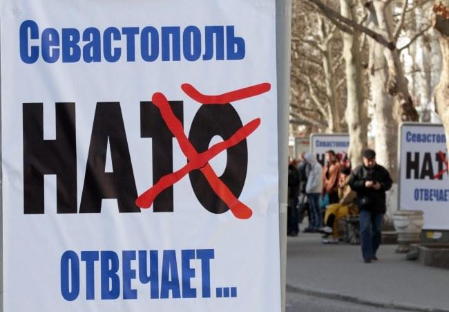 Antynatowskie plakaty w Sewastopolu /ZURAB KURTSIKIDZE /PAP/EPA