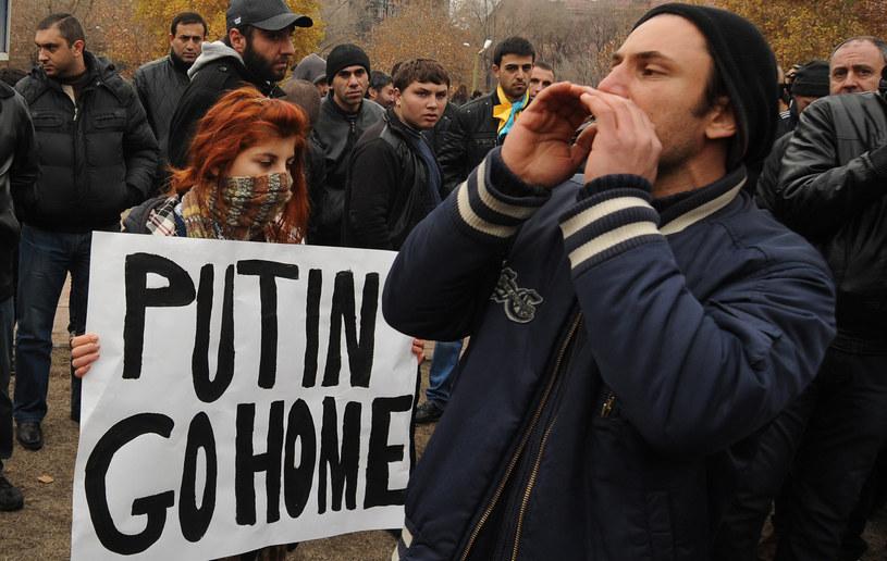 Antyputinowska demonstracja w Erywaniu /KAREN MINASYAN /AFP