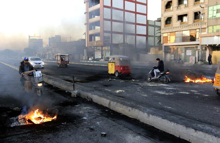 Antyrządowe zamieszki trwają w Iraku od kilku miesięcy /FURQAN AL-AARAJI /PAP/EPA