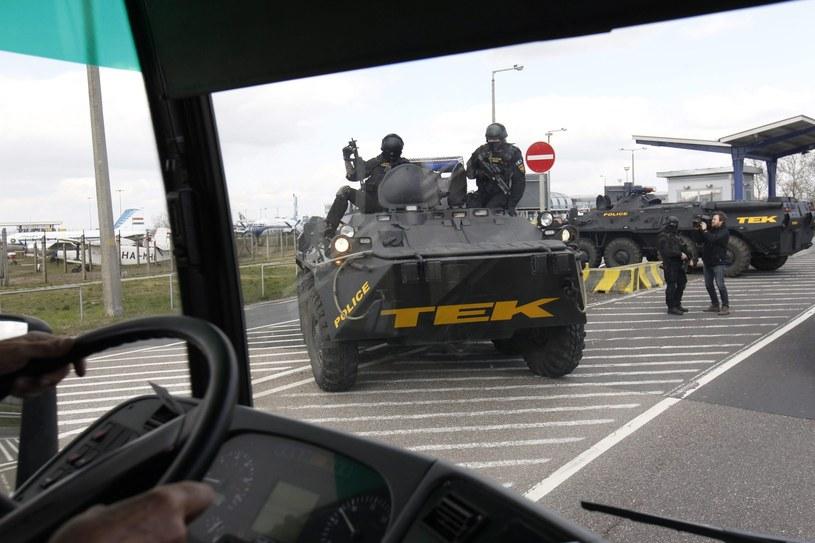 Antyterroryści przed lotniskiem w Budapeszcie, Węgry /PAP/EPA