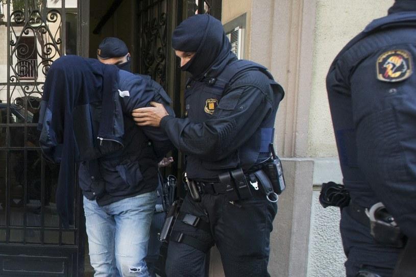 Antyterrorystyczna operacja policji w Barcelonie. /QUIQUE GARCIA /PAP/EPA
