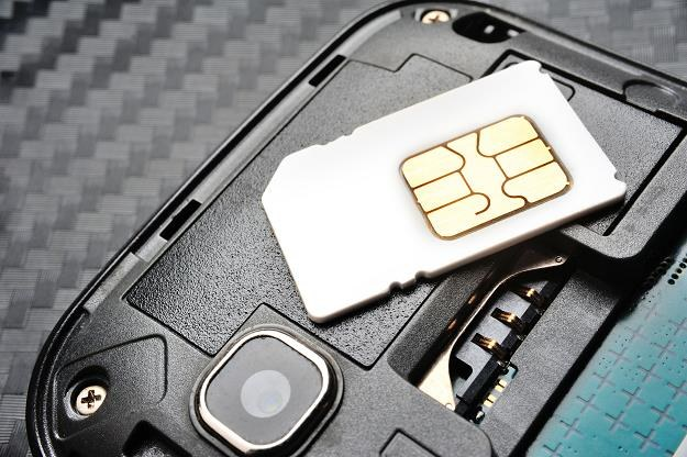 Antyterrorystyczna rozgrywka o 27 mln użytkowników telefonów na kartę. Stawka jest wysoka /©123RF/PICSEL