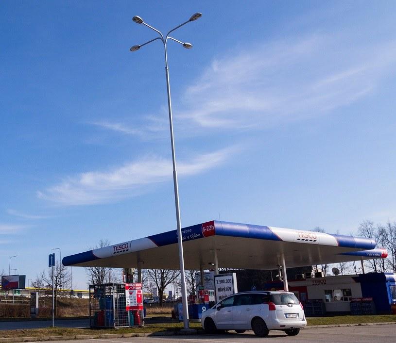 Anwim chce przejąć stacje paliw, które działały przy sklepach Tesco /123RF/PICSEL