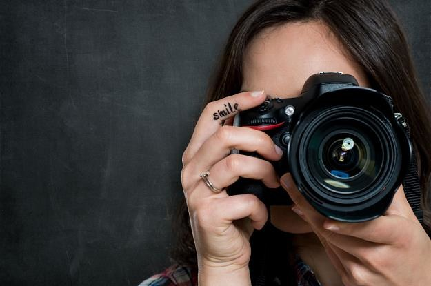 Aparat fotograficzny to szansa na zdjęcia dobrej jakości /©123RF/PICSEL