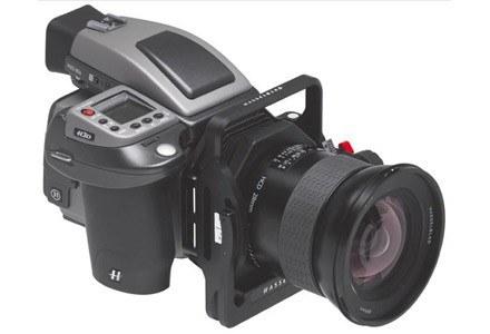 Aparat Hasselblad H3D z obiektywem 28 mm i adapterem HTS 1.5. /materiały prasowe