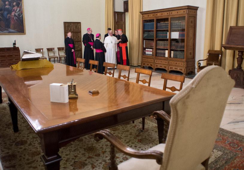 Apartament papieski nie zrobił na Franciszku dobrego wrażenia /REUTERS/Osservatore Romano /Agencja FORUM