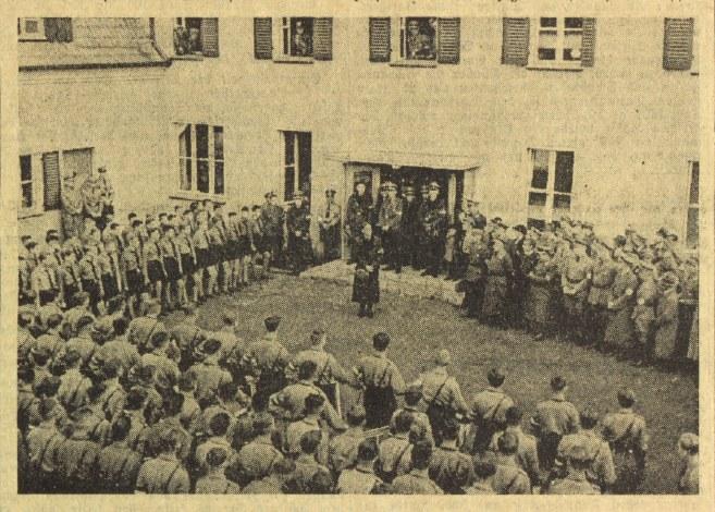Apel na placu w październiku 1937 roku /Odkrywca