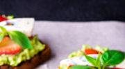 Apetyczne kanapki z domową pastą z awokado