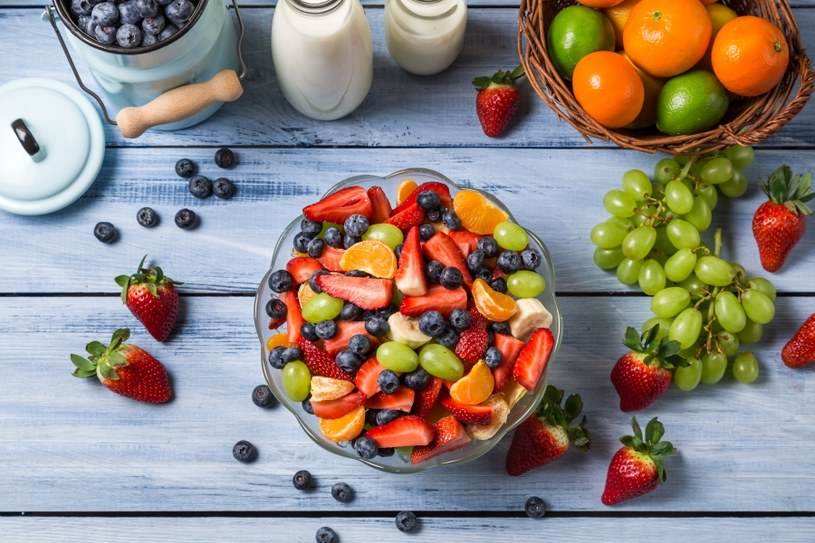 Apetyczne są też sałatki owocowe /©123RF/PICSEL
