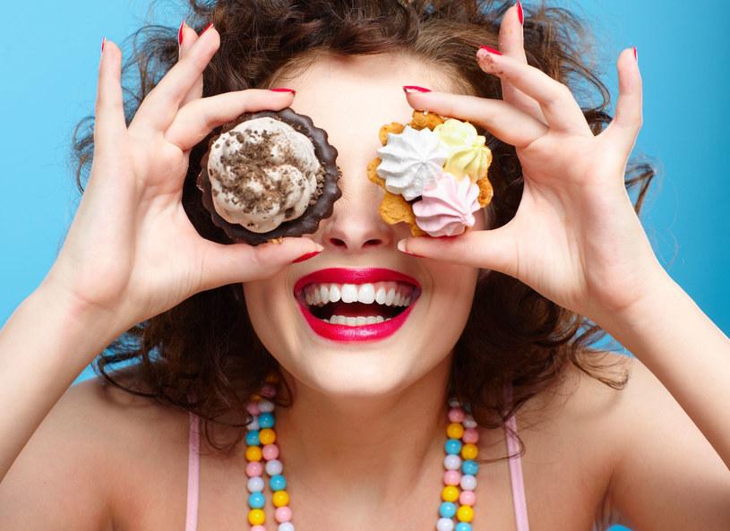 Apetyt na słodycze zależy od trybu życia /123RF/PICSEL