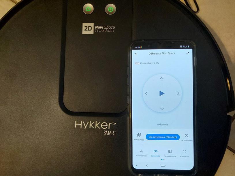 Aplikacja da nam znać, jaki jest poziom naładowania baterii Hykker Navi Space /INTERIA.PL
