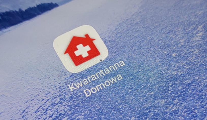 Aplikacja Kwarantanna domowa - każdy odbywający kwarantannę w domu musi z niej korzystać, jeśli tylko ma odpowiednie urządzenie /INTERIA.PL