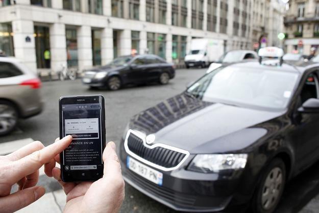 Aplikacja mobilna Uber daje zarobić /AFP