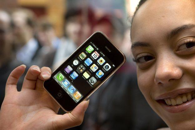 Aplikacja TextPlus4 na iPhone'a przesyła dane aż ośmiu agencjom marketingowym /AFP