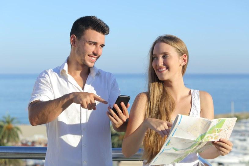 Aplikacje mobilne są szalenie przydatne podczas wakacji - definitywnie warto z nich skorzystać /123RF/PICSEL
