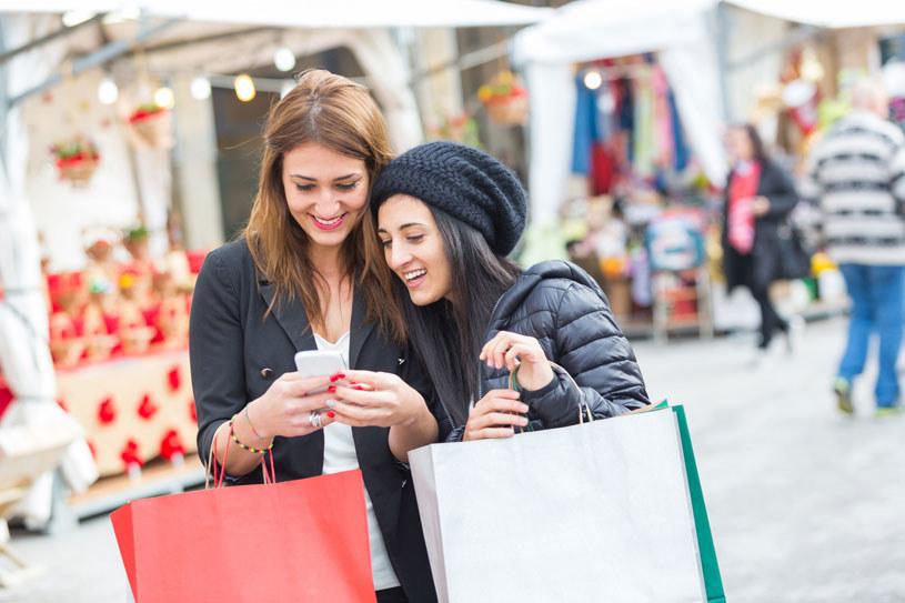 Aplikacje mogą ułatwić robienie zakupów /123RF/PICSEL