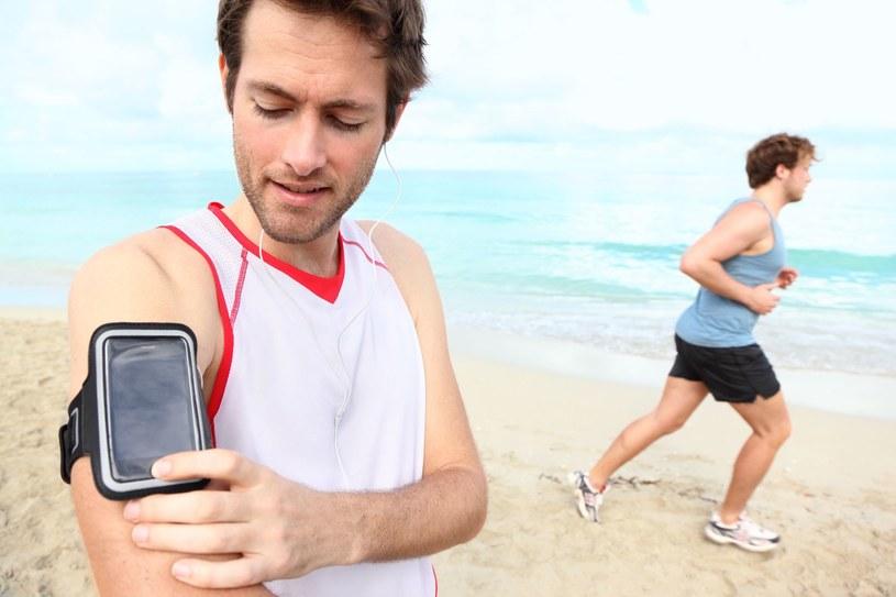 Aplikacji w kategorii zdrowie oraz fitness są coraz bardziej popularne /123RF/PICSEL