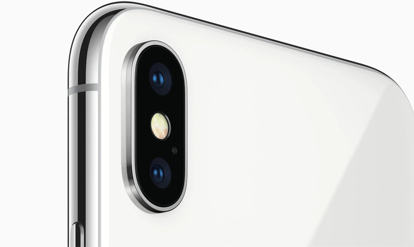 Apple iPhone X broke out during software updates / press materials