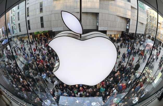 Apple ma wielu fanów i liczne grono przeciwników /AFP
