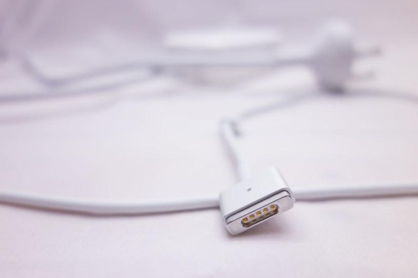 Apple może być zmuszone do zmiany złącza Lightning /123RF/PICSEL
