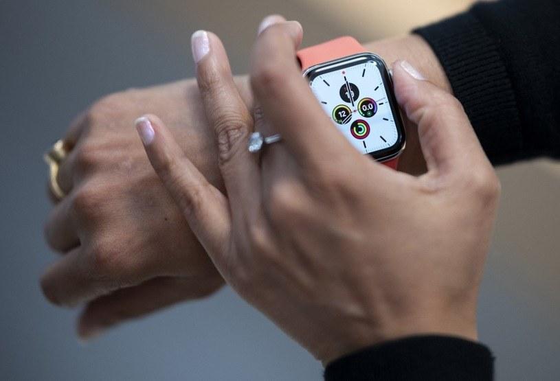 Apple może przygotowywać tańszy smartwatch /AFP
