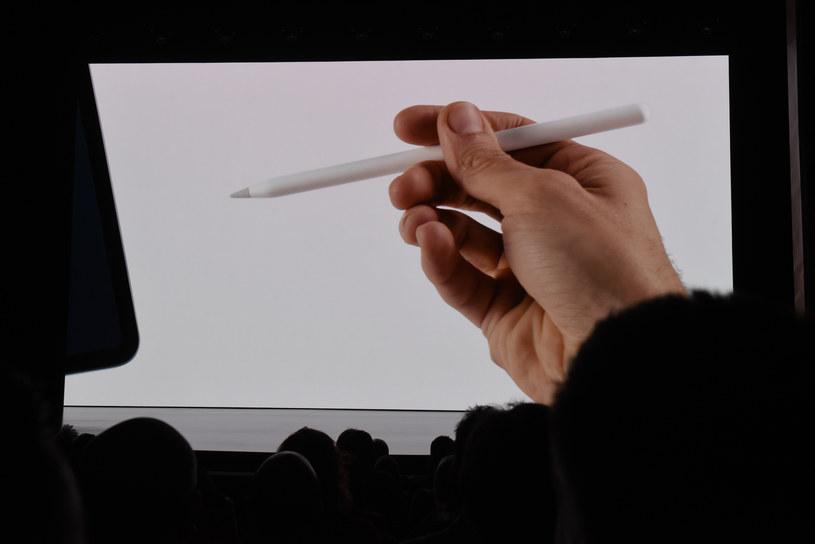 Apple Pencil - nie brakuje osób /AFP