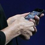 Apple: problemy z zasięgiem iPhone'a 4 to błąd w obliczeniach