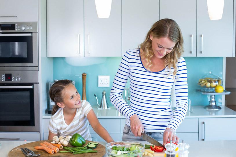 Aranżacja aneksu kuchennego w bloku wymaga starannego rozplanowania wszystkich elementów wyposażenia /123RF/PICSEL