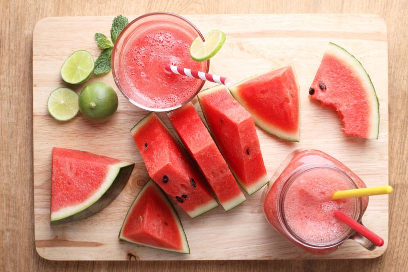 Arbuz aż w 92 proc. składa się z wody i ma działanie wychładzające, dlatego jest idealnym owocem na lato /123RF/PICSEL