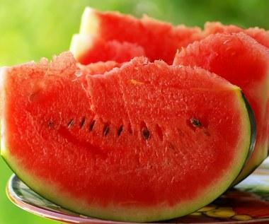 Arbuz: Dlaczego warto jeść jego miąższ i pestki?