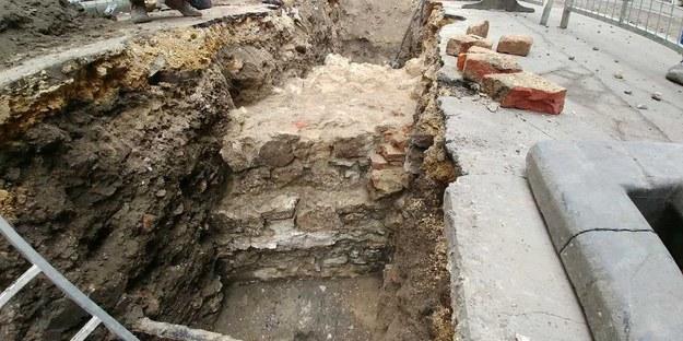 Archeolodzy odsłonili nowy fragment muru obronnego Kazimierza /