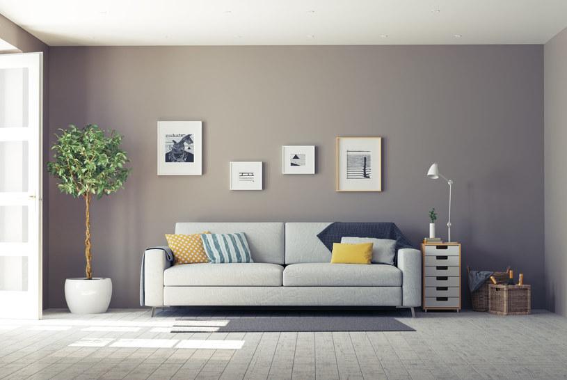 Architekt radzi, by w pomieszczeniu było kilka źródeł światła /123RF/PICSEL