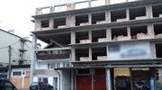 """Architektoniczne """"cudo"""", czyli blok nad domkiem jednorodzinnym!"""