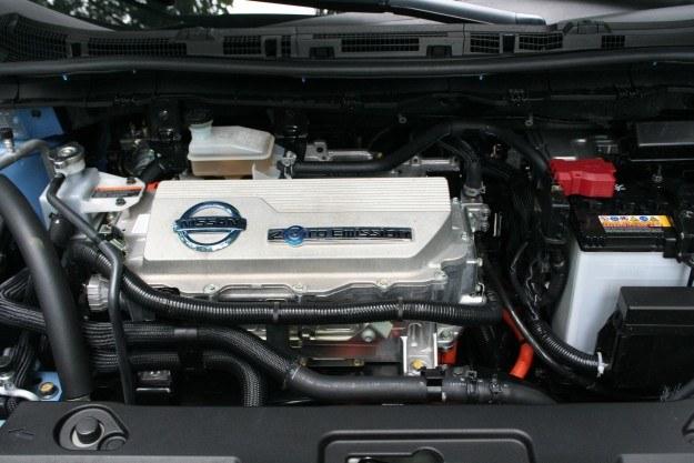 Architektura komory silnika przypomina auta z napędem spalinowym /INTERIA.PL