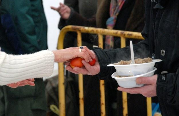 Archiwalne zdjęcia z śniadania dla ubogich /Kamil Kraszewski /PAP/EPA