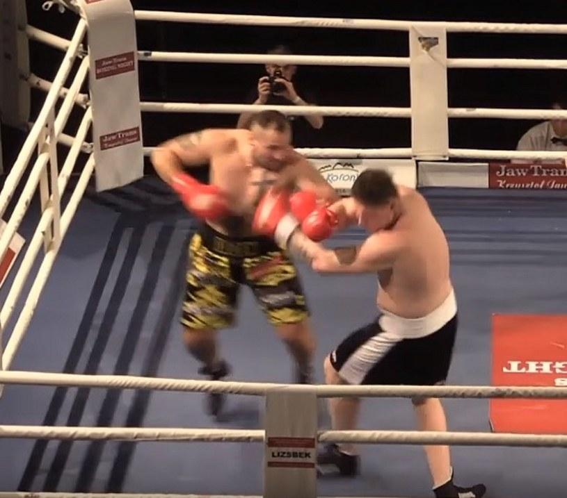 Archiwum: kadr z walki Jacek Chruślicki (z lewej) kontra Toms Petersons /bokser.org