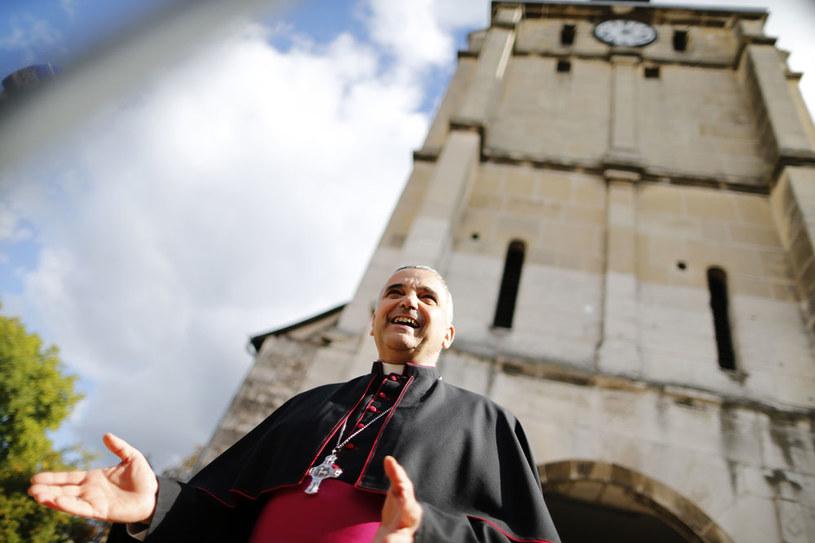 Arcybiskup Rouen Dominique Lebrunprzed kościołem w W St. Etienne-de-Rouvray /AFP