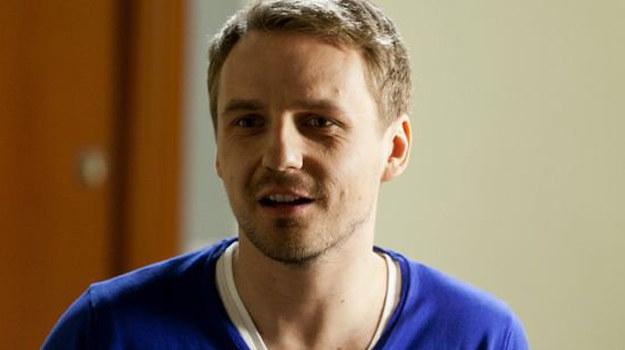- Arek razem z Renatą w dalszym ciągu będzie szantażował Igę oraz Piotra, od których wyłudzi dużo pieniędzy - mówi Paweł Domagała. /ARTRAMA