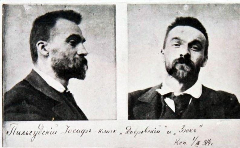 Aresztowany Józef Piłsudski. Zdjęcie wykonane przez Ochranę w 1900 roku /Wikimedia