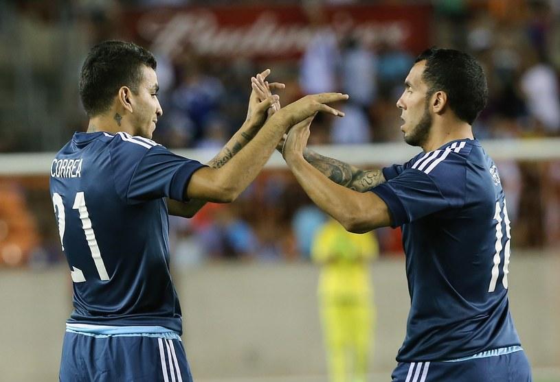 Argentyńczycy - Angel Correa (z lewej) i Carlos Tevez /AFP
