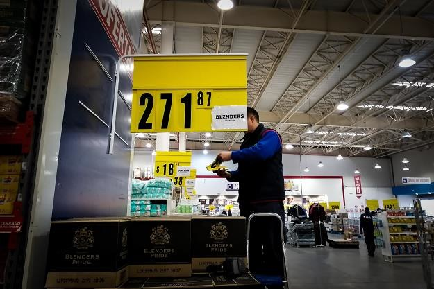 Argentyńska gospodarka na równi pochyłej...  Nz. supermarket w Buenos Aires /EPA