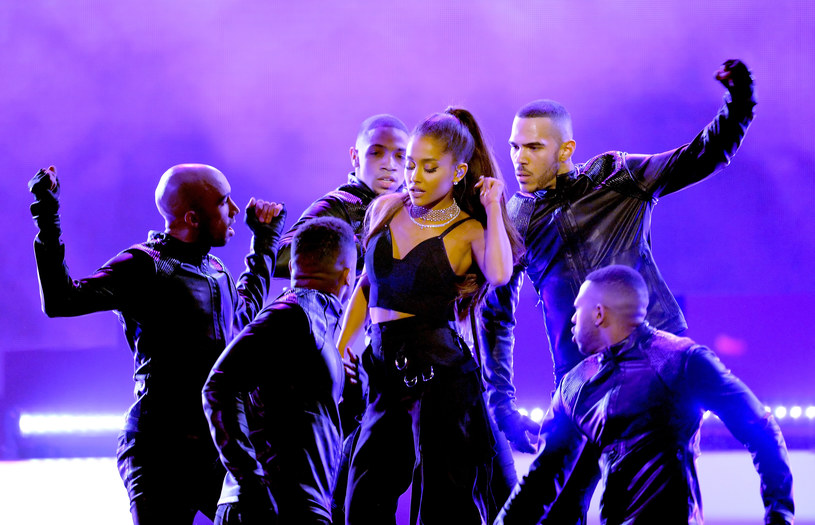 Ariana Grande podczas występu na gali Billboard Music Awards 2016 /Kevin Winter /Getty Images