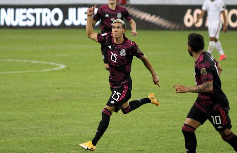 Ariel Antuna z Meksyku strzela gola ekipie USA /Ulises Ruiz /AFP