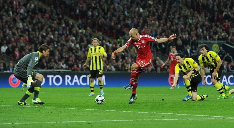 Arjen Robben i jego koledzy mają szanse na potrójną koronę /AFP