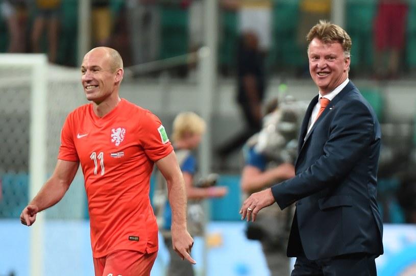 Arjen Robben i Louis van Gaal podczas mundialu w Brazylii /AFP