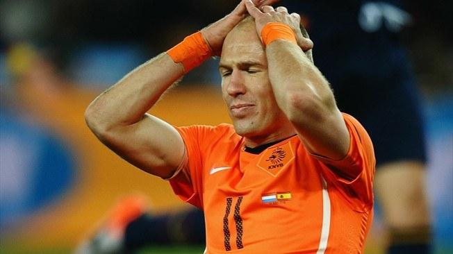 Arjen Robben i reprezentacja Holandii mają ostatnio kłopoty /AFP