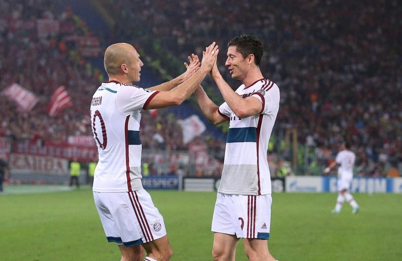 Arjen Robben i Robert Lewandowski mają powody do zadowolenia /PAP/EPA