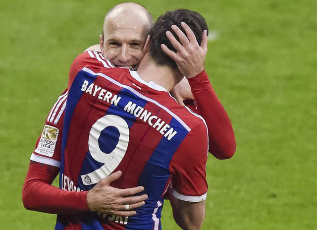 Arjen Robben i Robert Lewandowski /AFP