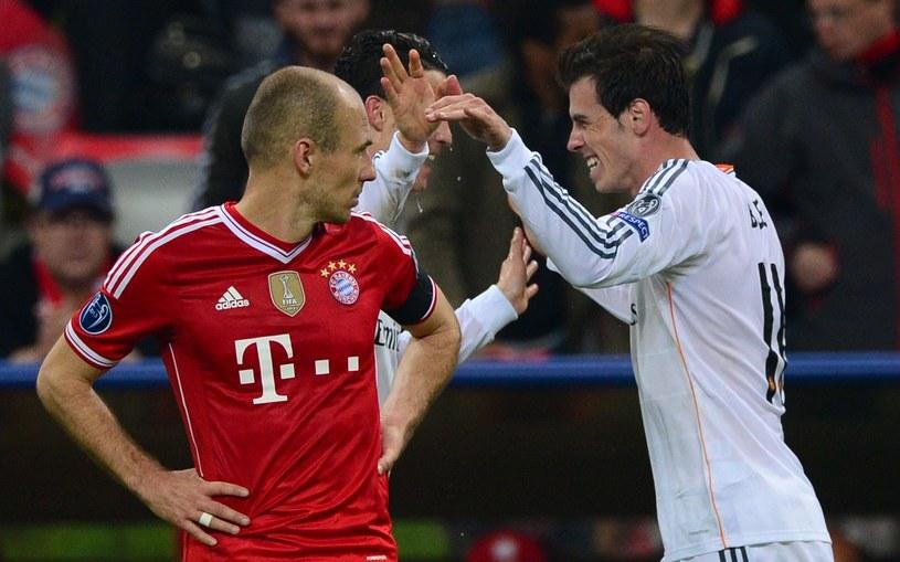Arjen Robben z zazdrością patrzy na cieszących się piłkarzy Realu /AFP