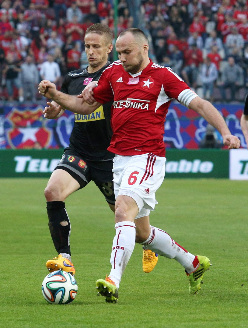 Arkadiusz Głowacki w meczu z Koroną Kielce /Fot. Stanisław Rozpędzik /PAP